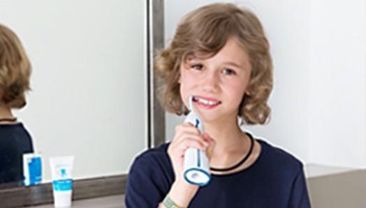 Zähne putzen mit der Ultraschallzahnbürste in jedem Alter