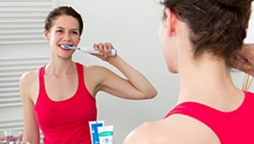 Zahnpflege bei Implantaten & Füllungen